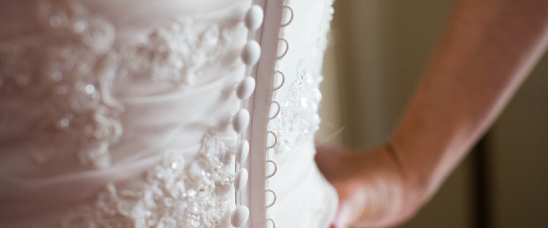 Button The Bride – Buttoning the dress just got easier